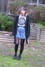 Blue-mink-pink-skirt-white-twloha-t-shirt-black-converse-sneakers