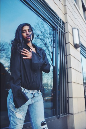 black boots - sky blue Zara jeans - black H&M shirt