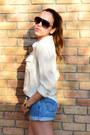 White-converse-sneakers-light-blue-levis-shorts