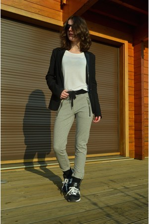 black blazer - black asos sunglasses - black New Balance sneakers