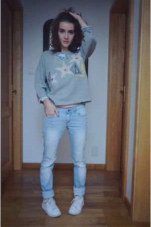 heather gray Kookai sweater - sky blue kaporal jeans - off white Adidas sneakers