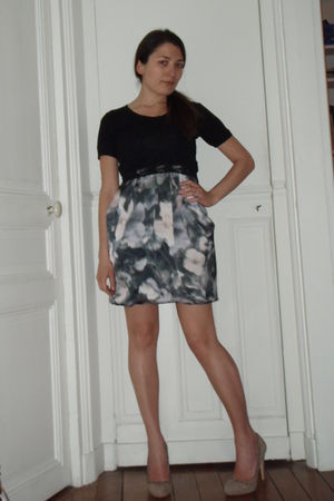 purple H&M dress - beige Zara shoes - black top