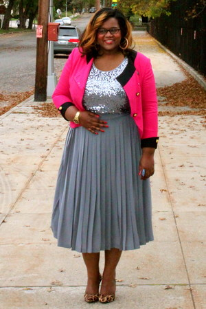 heather gray pleated midi Thrift find skirt - hot pink Thrift find jacket
