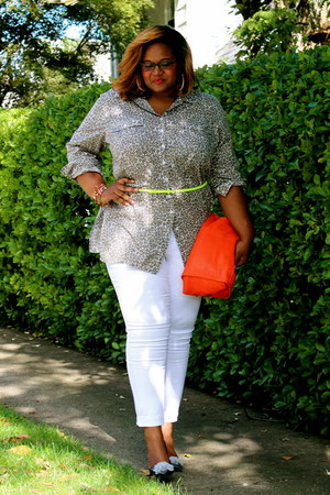 silver Liz Clairborne shirt - white Avenue jeans - red Gap bag