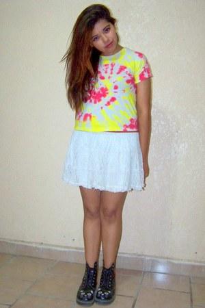 hippie t-shirt - hippie t-shirt - cat boots - Rue 21 skirt