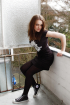 black Bella t-shirt - black Converse shoes - black H&M skirt