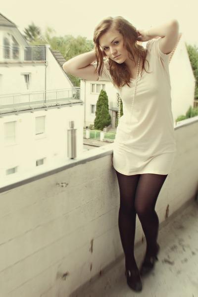 beige H&M dress - black Tamaris shoes - silver H&M accessories
