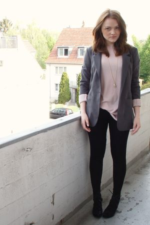 beige H&M top - black H&M leggings - black bronx shoes - gray H&M blazer