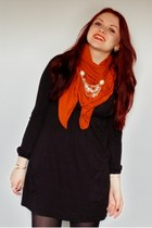 carrot orange pieces scarf - black H&M dress