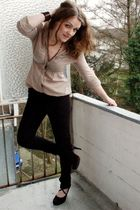 beige Apriori blouse - black Only pants - black Gio Moda shoes