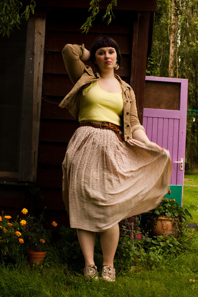 camel Secondhand jacket - light pink T2 vintage skirt