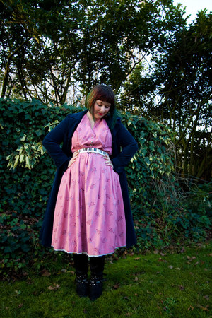 navy T2 vintage coat - black boots - bubble gum T2 vintage dress