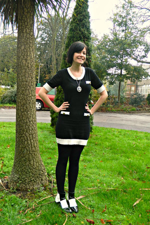 black knitted pop boutique dress - white 60s Mart of China boots