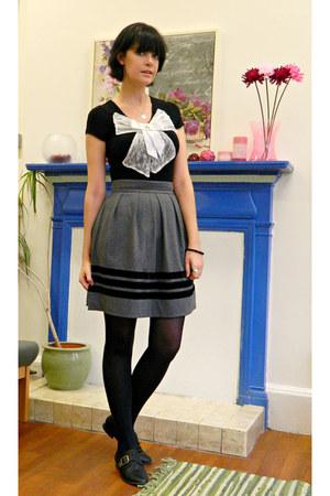 black buckle new look shoes - heather gray velvet Orla Kiely skirt