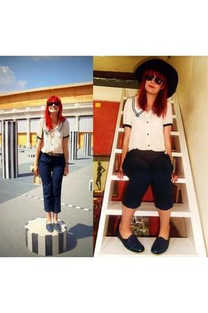 cream nautical Romwecom blouse - navy felt vintage hat
