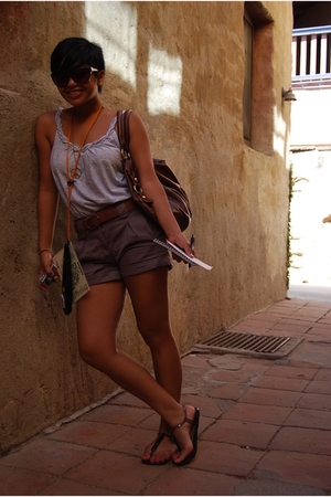 Tourist Statusss.