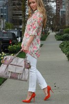 salmon floral Queens Wardrobe top - carrot orange pumps Aldo heels