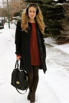 black leather Marc by Marc Jacobs bag - crimson sweater BB Dakota dress