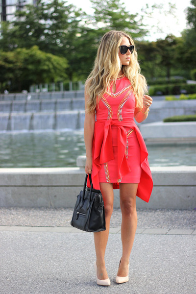 red bodycon Bebe dress