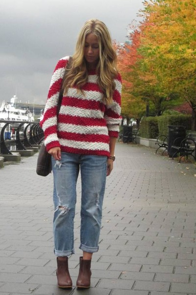 red knit Lumiere sweater - light blue boyfriend American Eagle jeans