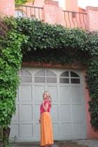 hot pink cotton Roxy shirt - orange maxi Zara skirt
