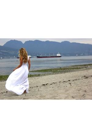 ivory maxi Bebe dress