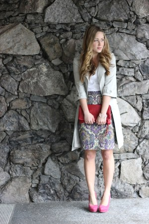 hot pink suede Elizabeth Brady heels - white v neck James Perse shirt