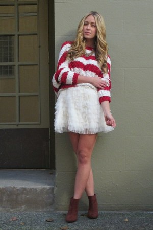 white tulle Chicwish skirt - brick red suede Zara boots