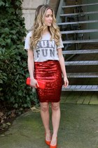 ruby red sequins Windsor Store skirt - off white fun fun Zoe Krassen t-shirt