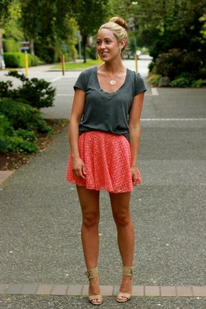 coral lace Windsor Store skirt - gray tee James Perse shirt