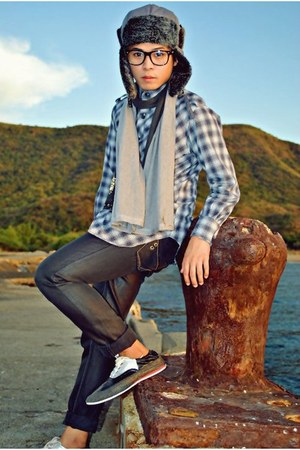 dark gray CARDAMS M shoes - gray pants pants - periwinkle SAINT PAULON top