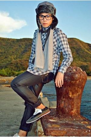 dark gray CARDAMS M shoes - gray pants pants - periwinkle SAINT PAULON top