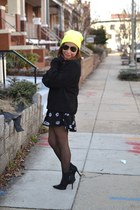 black leather Elie Tahari boots - beanie Forever 21 hat