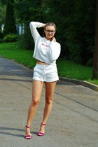 white lace up Bershka shorts - white cropped Sinsay top