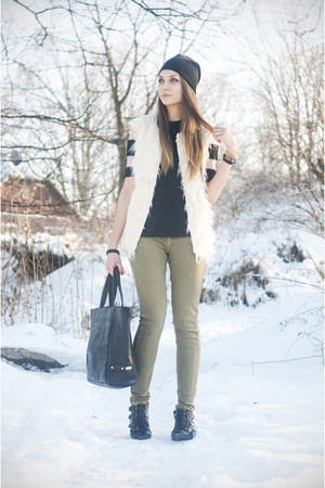 CARMEL CAROLIN blouse - Top Secret bag - Top Secret vest - Bershka pants