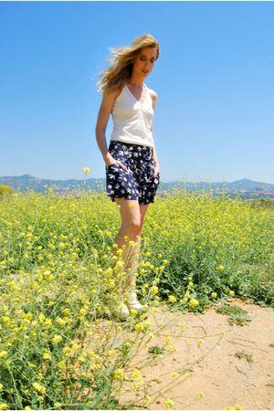 blue BLANCO shorts - white Stradivarius top - white Topshop clogs shoes