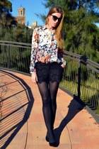 Zara blouse - Stradivarius shorts - Mango heels