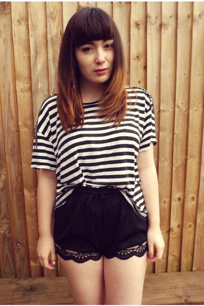 pink Deandri flats - black Urban Outfitters shorts