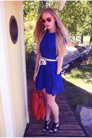 Topshop dress - H&M purse - Zara shoes - no idea belt