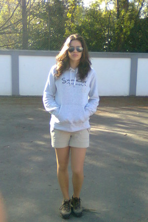 H&M sweater - H&M shorts - La Redoute sunglasses - Berg sneakers