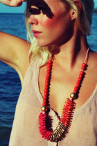 Orange-wood-color-gold-carroocose-necklace