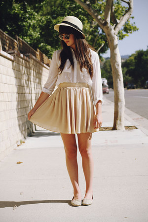 white blouse - off white hat - beige skirt - tan snakeskin flats