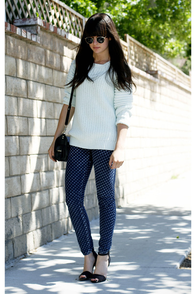 blue polka dot jeans - light blue jumper - black heels