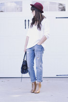 brick red hat - sky blue boyfriend jeans - white v neck sweater - camel heels