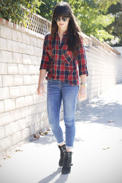 Black-boots-sky-blue-jeans-red-studded-shirt_400