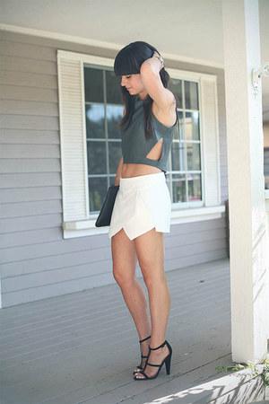 charcoal gray Kahlo top - white skirt - black heels