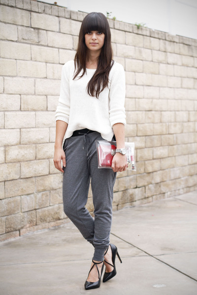 White-sweater-heather-gray-leather-trim-pants-black-strappy-pumps_400