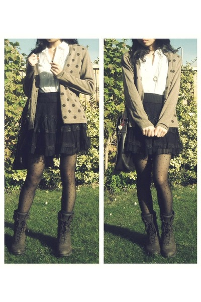 light brown  cardigan - dark brown suede lace-up Rockport boots