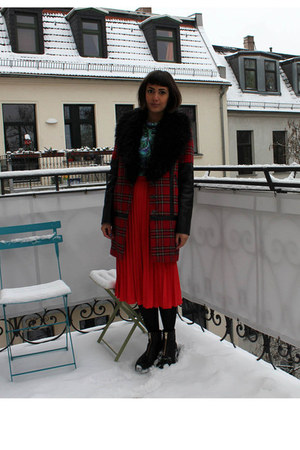 black leather vagabond boots - red tartan fur Primark coat