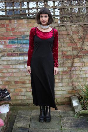 ruby red velvet Primark top - black leather vagabond boots